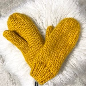 Old Navy Mustard Knit Mittens NWT